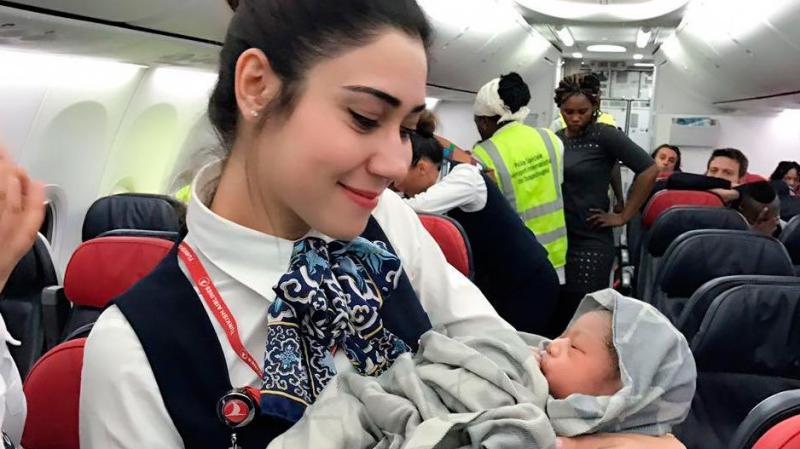 Роды на борту самолета