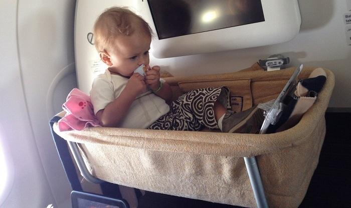 детская люлька в самолете
